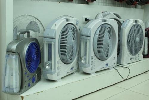 Chọn quạt tích điện có thương hiệu để giữ được độ bền