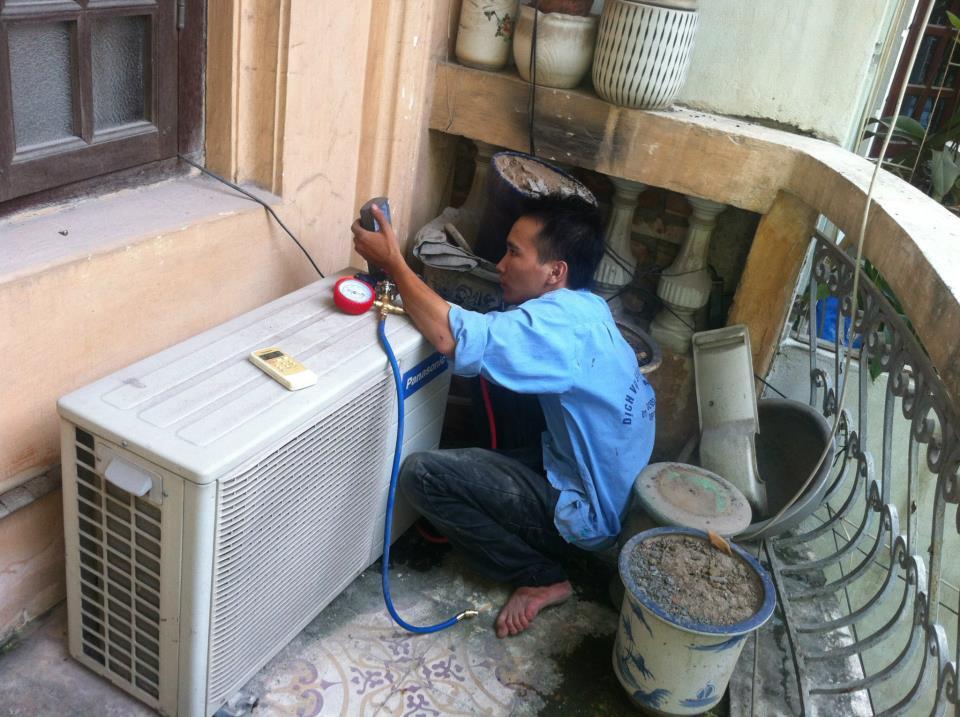 Thường xuyên vệ sinh và bảo dưỡng các thiết bị điện là mẹo tiết kiệm điện đơn giản nhất
