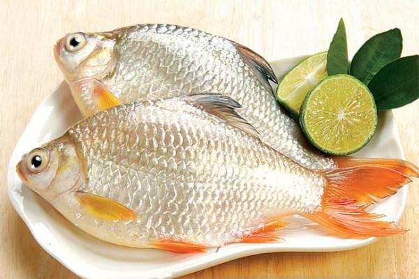 Một trong những công dụng của nước vo gạo là hạn chế độc tố ở rau, củ, quả, khử mùi tanh của hải sản