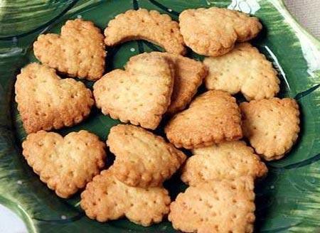 Ăn bánh quy khô giúp giảm lượng nước bọt và dịch dạ dày
