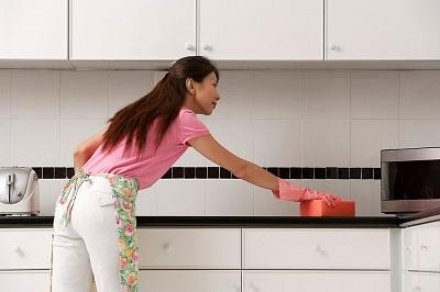 Dùng củ cải hay cà rốt ngâm với nước để lau bàn bếp là mẹo vặt gia đình ngày Tết cực hay