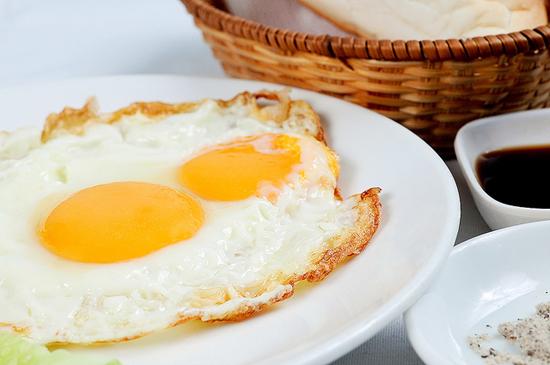 Thực phẩm dễ chế biến thành nhiều món như trứng có thể nhiễm khuẩn Salmonella