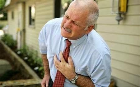 Người có tiền sử cao huyết áp và tim mạch cũng không nên ăn cua đồng