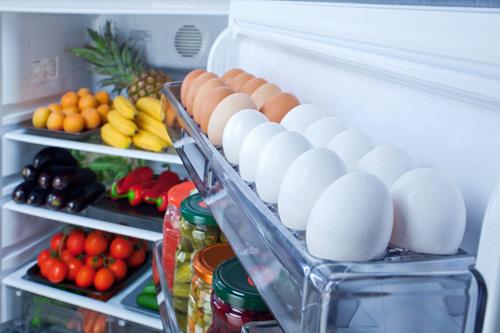 Không nên để trứng ở cửa tủ lạnh vì có thể khiến trứng nhanh hỏng hơn