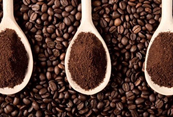 Dùng bã cà phê cũng là cách tiêu diệt kiến cực an toàn