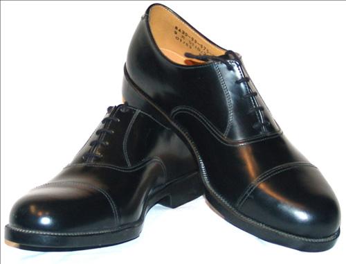 Làm sạch giày da từ dầu ăn là một trong những mẹo vặt gia đình cực hay