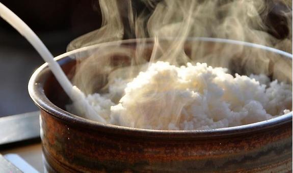 Cách hấp cơm nguội ngon cũng quan trọng không kém cách để cơm không thiu
