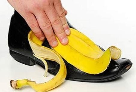 Mẹo vặt gia đình từ vỏ chuối cực hay là giúp làm bóng giày da