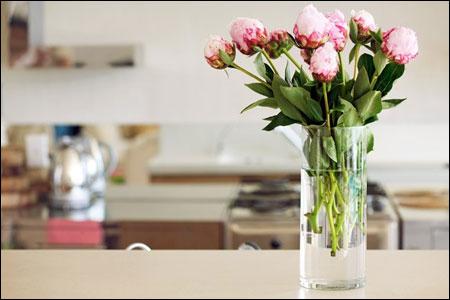 Giữ hoa tươi lâu nhờ hỗn hợp giấm và đường là một trong những mẹo vặt gia đình hay