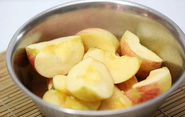 Mẹo giữ hoa quả tươi lâu không bị thâm sau khi gọt cực hữu ích cho các bà nội trợ