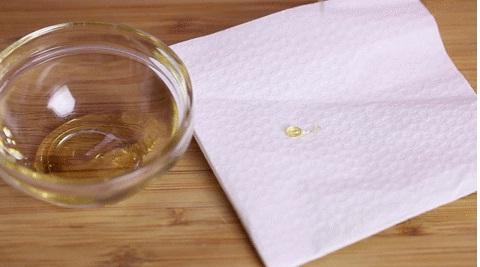 Dùng giấy để phân biệt mật ong