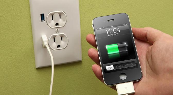 Để tản nhiệt cho điện thoại cần sạc pin đúng cách