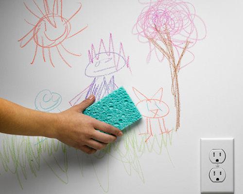 Vết bút chì màu của bé trên tường sẽ được loại bỏ nhanh chóng với mẹo tẩy vết bẩn trên tường