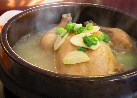 Mẹo vặt gia đình giúp hầm món thịt gà nhanh là xào qua với giấm